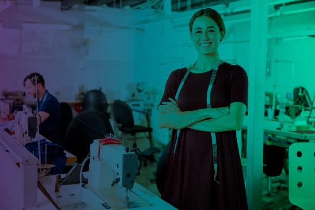 Mujer emprendedora de la industria textil